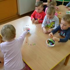 Warsztaty rękodzielnicze dla szkół i przedszkoli - Warsztaty z bibułkarstwa (robienie kwiatków i innych ozdób z bibuły)